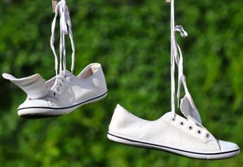 Image result for cách làm trắng giày vải